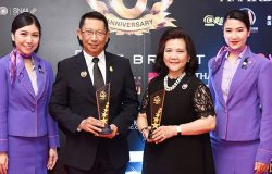 "THAI Chairman of the Board of Directors and Acting President Receive ""Thailand Headlines Person of the Year Awards"""
