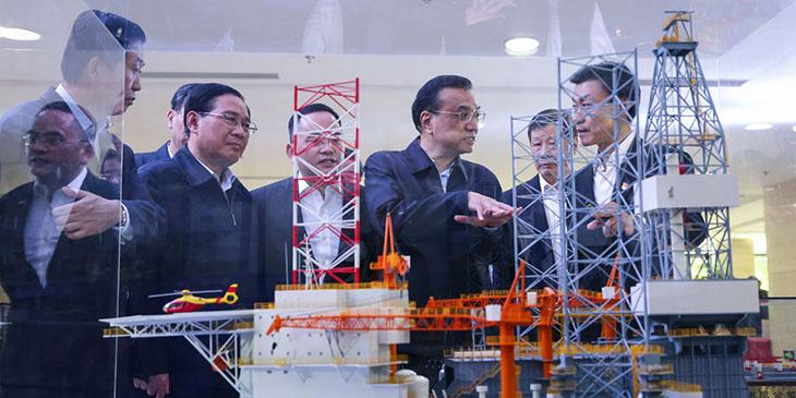 Premier Li Keqiang visits Shanghai Zhenhua Heavy Industries